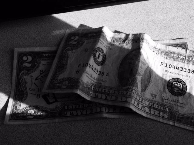 2-dollar-bills